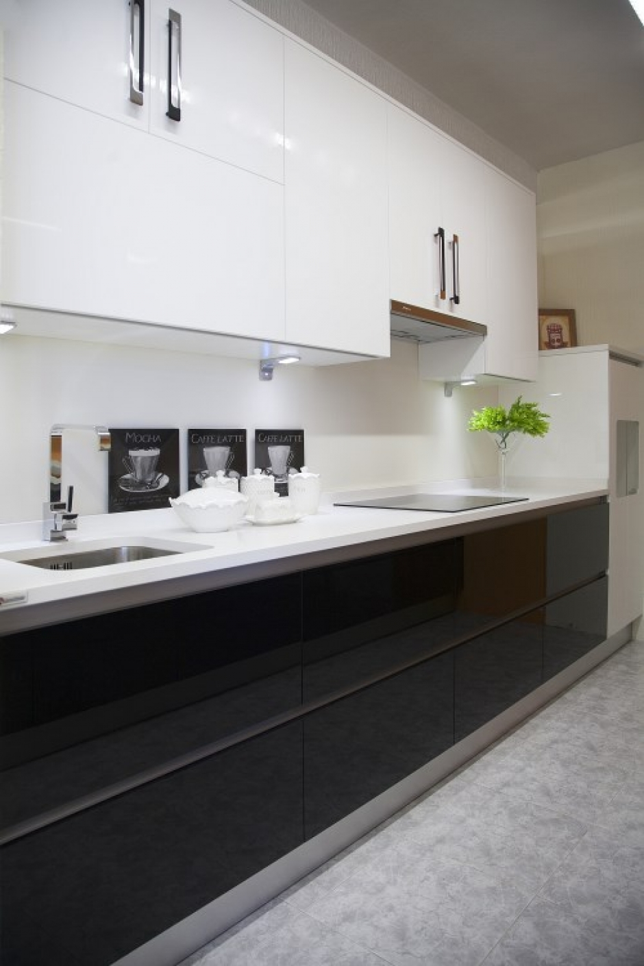 Formica alto brillo blanco y negro muebles judi for Encimera negra brillo